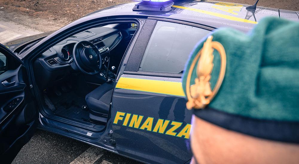 Guardia di Finanza in una associazione